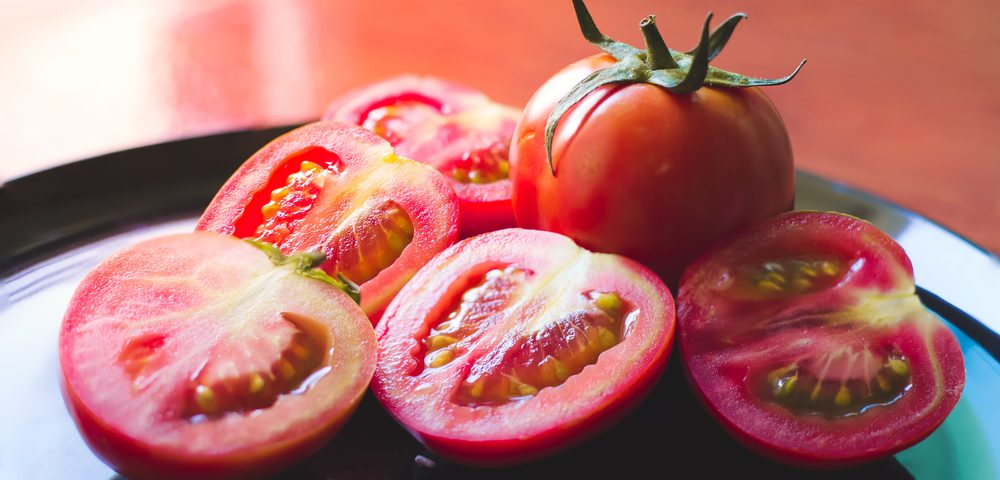 Diet Rich in Apples, Tomatoes Could Speed Lung Repair in Former Smokers, Study Finds